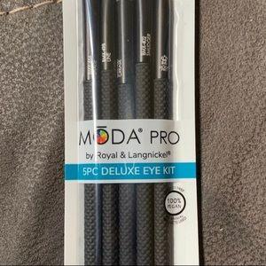 BRAND NEW MODA Pro makeup brushes